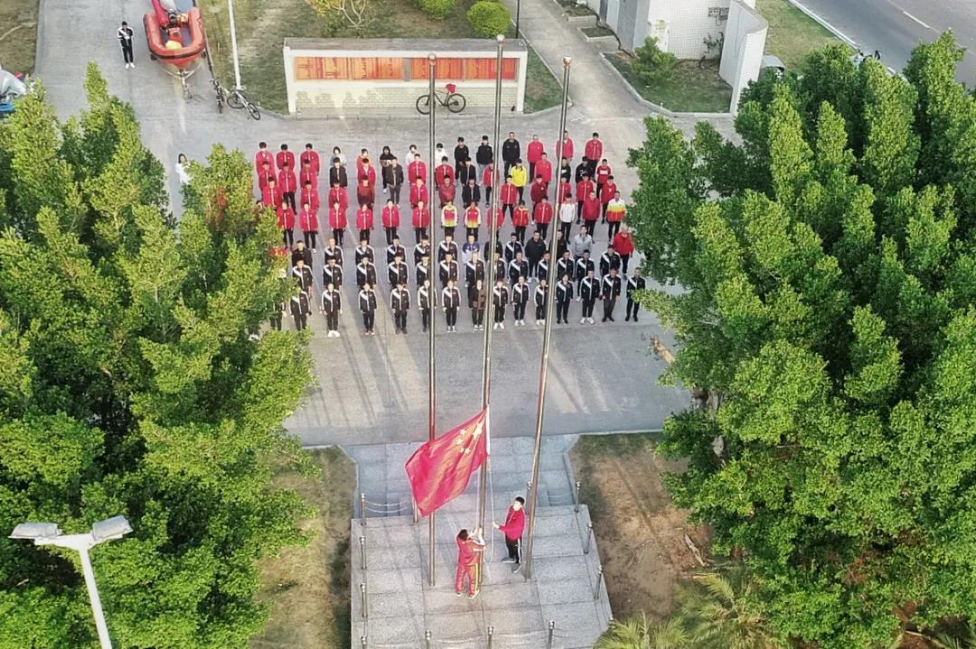 升国旗奏国歌——中国帆船帆板队在福建东山进入备战东京奥运会最后冲刺